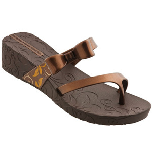 Ipanema_Gisele_Bundchen_Hot_Sands_Plat_brown_80286-20093a